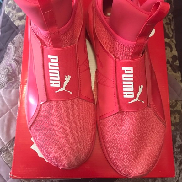 Puma Shoes | Laceless Pumas | Poshmark